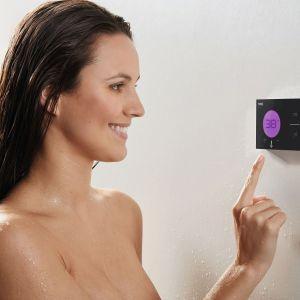 SHOWER TECHNOLOGY – podtynkowy elektroniczny zestaw prysznicowy z intuicyjnym cyfrowym panelem dotykowym, umożliwiającym zaprogramowanie kąpieli. Dostępny w ofercie firmy Tres. Fot. Tres