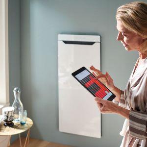 ZEHNDER ZENIA – nowoczesna urządzenie grzewcze. To podgrzewacz i suszarka do ręczników, grzejnik na podczerwień oraz termowentylator w jednym. Dostępne w ofercie firmy  Zehnder. Fot. Zehnder