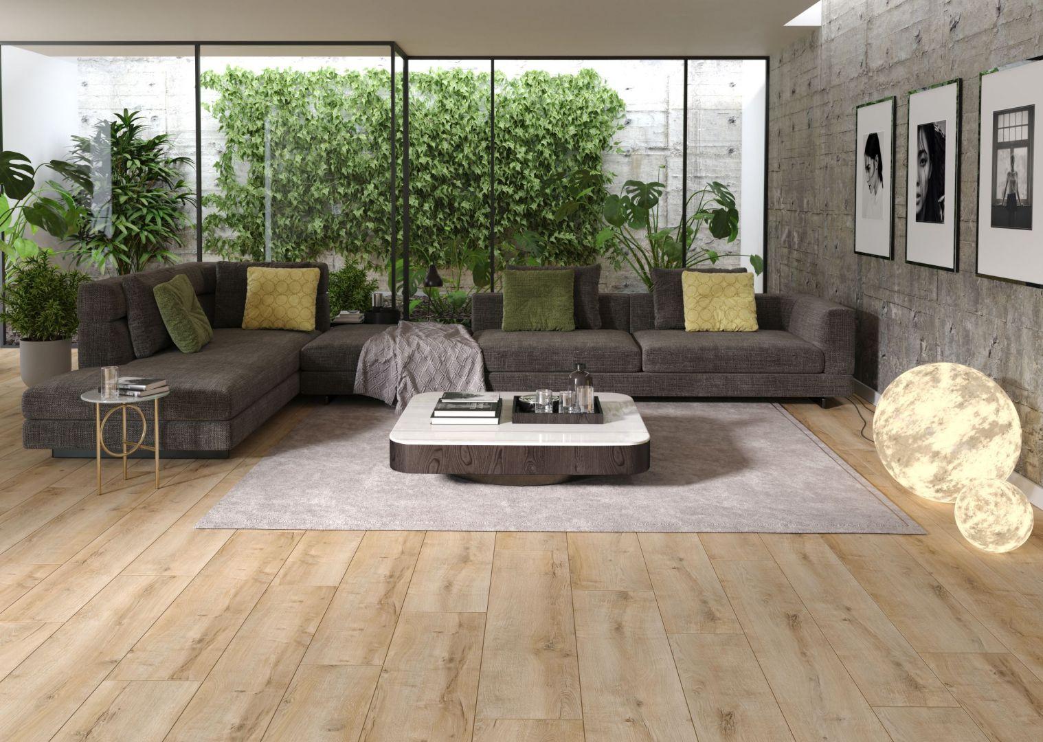 W modnym wnętrzu nie może zabraknąć bujnej roślinności. Na: zdjęciu panele Arteo Dąb Connemara. Producent Classen