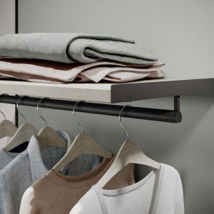 Nowa garderoba w systemie Apperia  z widocznym sposobem montażu wyposażenia. Fot. Raumplus