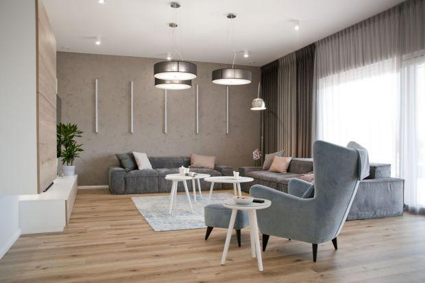 Wnętrze domu dla rodziny zaprojektowano jako jasne, przestronne, a zarazem nowoczesne wnętrze. Zobaczcie sami!