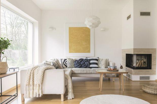 Skąpane w bieli wnętrza zachwycają lekkością i klasą. Ten ponadczasowy kolor z wdziękiem łączy się z naturalnymi materiałami, wprowadzając prosty, swobodny styl do wystroju. Potrafi też optycznie rozświetlić pomieszczenie, które dzięki te