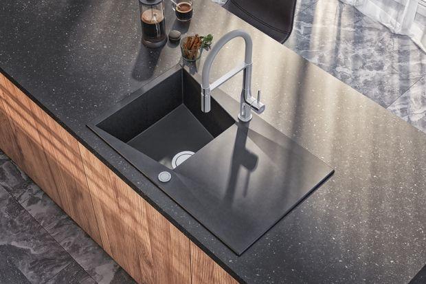 Nowy rok przyniósł ze sobą również nowe trendy w aranżowaniu wnętrz. Wśród nich znalazł się granit – naturalny materiał, który ma wiele do zaoferowania jako element zabudowy kuchennej. Niezwykle trwały i wytrzymały, a przy tym efektowny.