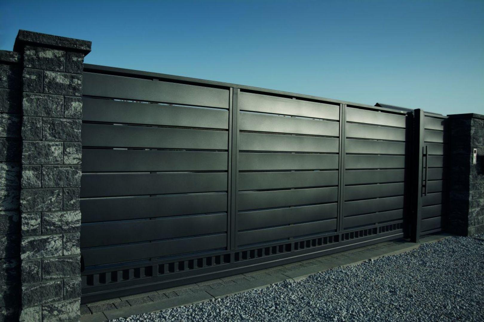 Minimalistyczny design linii Trawertyn jest inspirowany współczesną architekturą. Fot. Plast Met Systemy Ogrodzeniowe