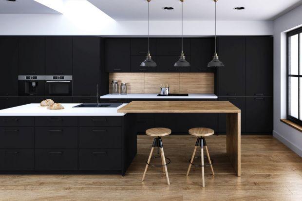 Czy kolor czarny to dobry wybór do wnętrza? Zdecydowanie tak. Jest eleganckim, wytworny i ponadczasowy. Warto go jednak stosować rozsądnie i z umiarem.