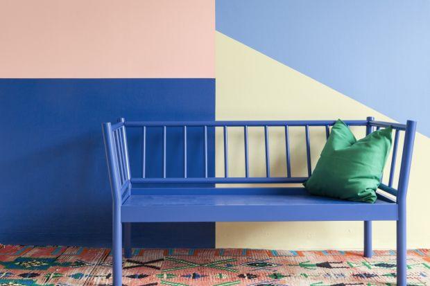 Kolor błękitny, dzięki różnym odcieniom, doskonale pasuje do wnętrz urządzonych w każdym stylu.Jest uniwersalny i neutralny, a przy tym pięknie się prezentuje.