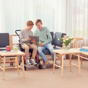 """MEBLE DO PRZESTRZENI PUBLICZNEJ, GABINETU I BIURA. Tytuł """"Meble Plus – Produkt 2020"""" zdobyła firma Kinnarps za sofę Be a part of"""