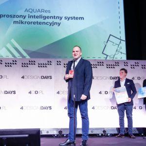 Wojciech Szymborski, prezes spółki AQUARES. Nagrodę wręczył Head of Design w Robert Majkut Design, Robert Majkut, członek Jury konkursu oraz Sebastian Rączkowski z CitySpace, członek Jury