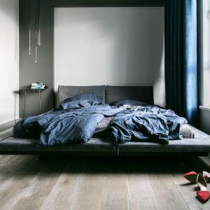 Wnętrze w nowoczesnym stylu: sypialnia. Projekt: Joanna Zabłocka. Fot. Zawrotniak-Kucharska