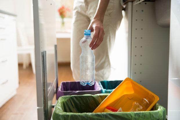 Szuflady w kuchni: zobacz ekologiczne segregatory
