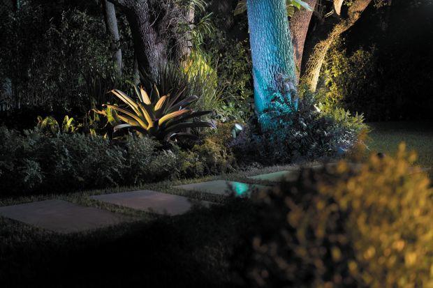 Nowa kolekcja oświetlenia zewnętrznego pozwala łatwiej ożywić każdą przestrzeń i stworzyć wyjątkowy nastrójna tarasie, balkonie lub na zewnątrz budynku.