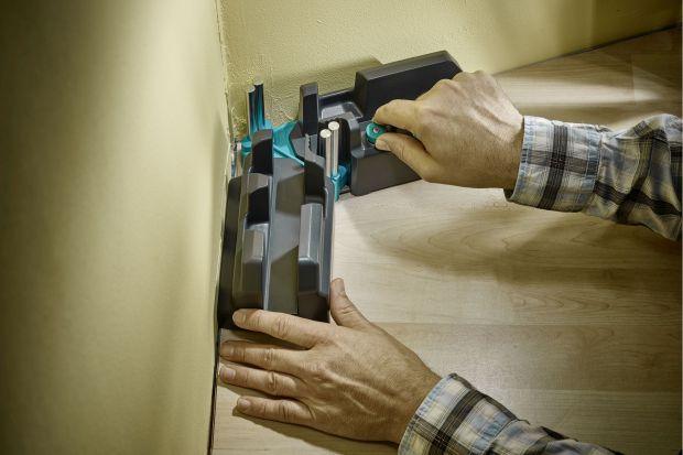 Panele laminowane stanowią zwykle korzystniejszą cenowo alternatywę dla parkietu, a w niektórych przypadkach nawet dla klasycznych wykładzin. Łatwo się je czyści i charakteryzują się wysoką wytrzymałością. Inną zaletą jest szeroki wachlarz
