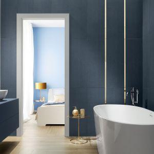 Trendy 2020 - płytki w kolorze classic blue. Kolekcja House of tones Navy. Fot.Tubądzin