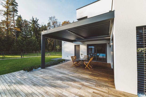 Ponadczasowy minimalizm domów kostek wciąż pozwala na udaną modernizację – zarówno przy dużych, jak i skromniejszych nakładach finansowych. Dziś nabierają wyrazu, dzięki modnym kolorom, dużym przeszkleniom i nowoczesnym rozwiązaniom typu sm