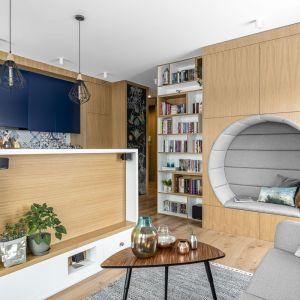 Salon połączony z kuchnia i jadalnią. Projekt: Magdalena Bielicka, Maria Zrzelska-Pawlak. Fot. FotoMohito