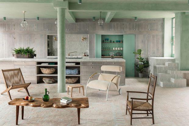 Historia tego mieszkania sięga początku lat dzięwięćdziesiątych XX wieku, kiedy to jeden z architektów kupił ten pofabryczny lokal i zaadaptował go do celów mieszkaniowych. Niedawno odkupiła go od niego para architektów Zoe Chan Eayrs i Merlin