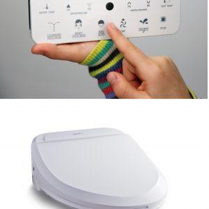 Deska myjąca Uspa 7035 wyposażona w dotykowy pilot zdalnego sterowania, z funkcją mycia dla dzieci. Fot. Uspa /biobidet.pl