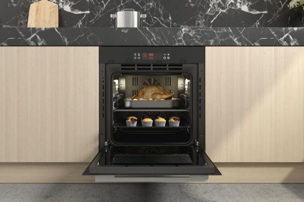 Coraz częściej do przygotowania potraw wybieramy dobrej jakości produkty. Zwracamy także uwagę na sprzęt AGD, wybierając np. gaz pod szkłem, który jest nie tylko funkcjonalny, ale też estetyczny. Dlaczego więc warto gotować w domu? Powodów je
