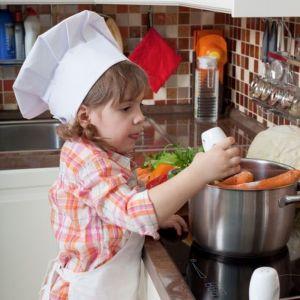 Gotowanie w domu. Nowoczesny sprzęt AGD : kuchnia z gazem pod szkłem. Fot. Solgaz