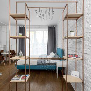 Małe mieszkanie w Warszawie. Projekt: Decoroom. Fot Mateusz Pawelski