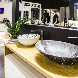 Ręcznie wykonane umywalki luksusowej marki Artize. Fot. PTWP