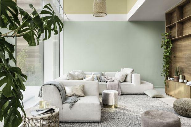 Odpowiednio dobrane kolory i materiały na ściany w salonie tosposób, by ocieplić otaczającą nas domową przestrzeń.