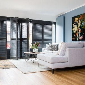 Funkcjonalne i stylowe drewniane okiennice wewnętrzne Shuttery Jasno mają elegancki i nowoczesny wygląd. Fot. Jasno