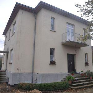 Przedwojenna willa w Katowicach od początku była pozbawiona detalu, a wnętrze w całości utrzymane w stylu Art Deco. Fot. Dekop Pracownia Architektury