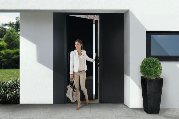 Drzwi zewnętrzne dobrane do elewacji oraz aranżacji całego frontu domu, stanowią jego wizytówkę. Jednak poza walorami estetycznymi, muszą one zapewniać także wygodę użytkowania i bezwzględne bezpieczeństwo.