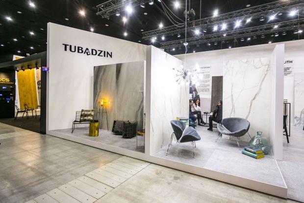 Podczas tegorocznych targów 4 Design Days Grupa Tubądzin postawiła na dobry design oraz praktyki projektowe przyszłości. Swój debiut miały tu mozaiki uzupełniające nagradzaną kolekcję Cielo e Terra by Dorota Koziara, nowe kolekcje łazienkowe a
