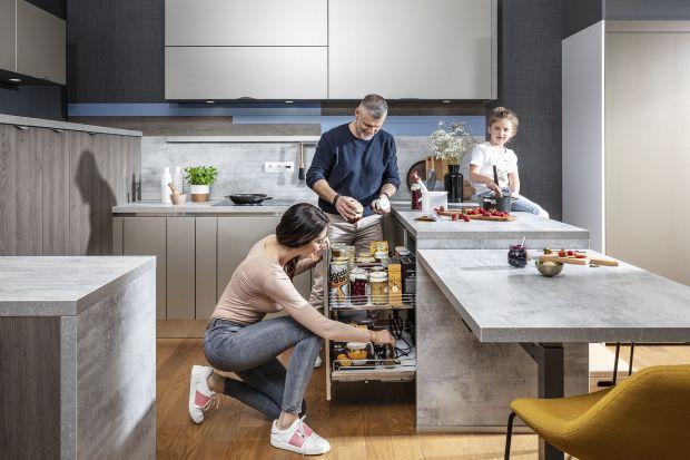 Drobne akcesoria kuchenne chcemy mieć zawsze pod ręką, ale często mamy problem jak je poukładać i zachować porządek. Z pomocą przychodzi funkcjonalne, starannie przemyślane wyposażenie kuchni, dzięki któremu drobiazgi wreszcie zaczną nas sł