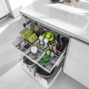 Przechowywanie w kuchni. Pojemniki Youboxx, wchodzące w skład carga podblatowego Junior można ułożyć w całkowicie indywidualny sposób i przekładać w zależności od potrzeb. Fot. Peka