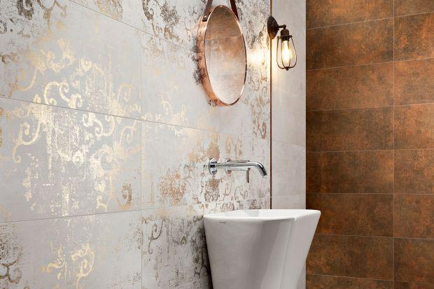 Styl glamour, który niekiedy trudno wprowadzić w aranżacji całego domu, w łazienkach sprawdza się idealnie. Płytki łazienkowe stylizowane na naturalny kamień, wykończone na wysoki połysk lub szlachetny mat, aż się proszą o błyszczące dodat
