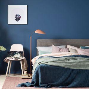 BECKERS DESIGNER COLLECTION to wodorozcieńczalna farba lateksowa, gwarantująca głęboko matowe, nowoczesne wykończenie wnętrza i wyjątkową głębię koloru. Dostępna jest w palecie 25 kolorów premium nawiązujących do stylu skandynawskiego. Jest bezpieczna dla zdrowia i środowiska. Fot. Beckers