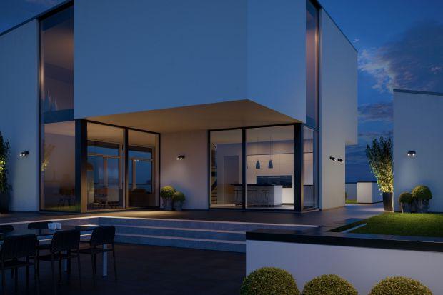 Światło zewnętrzne spełnia różne funkcje. Jedne naświetlacze lepiej sprawdzają się przed garażem, inne przed wejściem do domu bądź na tarasie. Podpowiadamy, jak wybrać oświetlenie, które sprawdzi się w odpowiedniej strefie.