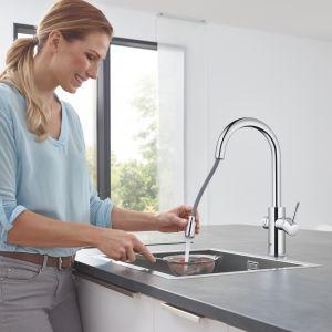 System kuchenny Blue Home pozwala cieszyć się schłodzoną wodą: niegazowaną, gazowaną, a nawet wzbogaconą o magnez wprost z baterii kuchennej. Fot. Grohe