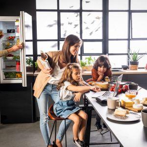 Z lodówkami Fresh System produkty spożywcze można mieć zawsze pod kontrolą. Fot. Amica