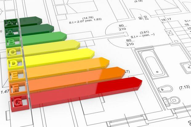 Gdy ocieplamy dom, ostateczny poziom izolacji uzyskamy dzięki zastosowaniu styropianu o konkretnej grubości i deklarowanym współczynniku przewodzenia ciepła płyt styropianowych. Dobry projekt termoizolacji – zarówno przy nowo powstających inwest