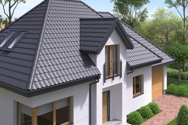Gdy inwestor staje przed wyborem pokrycia dachowego i zastanawia się nad tym, czy zdecydować się na blachodachówkę, zwykle sprawdza, w jakich wzorach i kolorystyce jest dostępna. Tymczasem warto również rozważyć to, jaki powinna mieć format ark