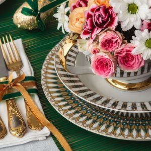 Wielkanocna aranżacja stołu: porcelana z kolekcji Ćmielów Astra India. Fot. Polska Grupa Porcelanowa/Ćmielów