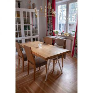 Drewniane blaty ocieplają i idealnie komponują się we wnętrzach w różnym stylu. Fot. Osmo