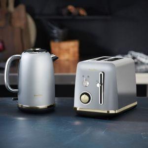 Nowa linia produktów Mostra oparta jest o matowe srebro. Delikatne wykończenie sprzętów jest eleganckie i dyskretne. Nie zaburzy minimalistycznych wnętrz, a eklektycznym doda uroku. Fot. Breville