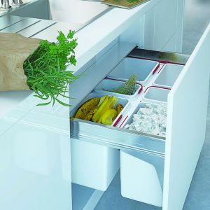 Akcesoria meblowe do kuchni. Szuflada Comfort Box z pojemnikami na odpady. Fot. Rejs