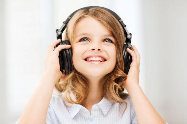 Hałas doskwierać może przez sporą część dnia i ma znaczący wpływ na ludzkie samopoczucie. Czy istnieją sposoby na to, aby go ograniczyć?