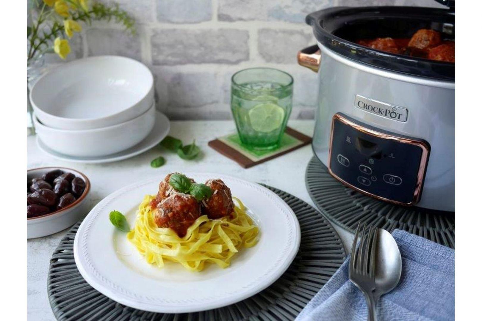 Gotowanie w technologii slow cookingu zakłada poddawanie składników długotrwałej obróbce termicznej w temperaturze nieprzekraczającej 100⁰C. Fot. Crock-Pot