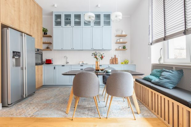 Kuchnia otwarta to rozwiązanie, które zdecydowanie dominuje w nowoczesnym budownictwie. To przestrzeń, która płynie łączy się z jadalnia i salonem stając się częścią wielofunkcyjnej strefy dziennej.