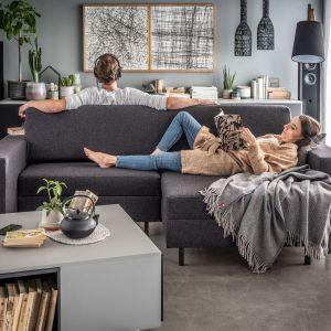 Slide to mebel, który może być klasyczną sofą lub dwustronną kanapą. Po pełnym rozłożeniu może również służyć jako miejsce do spania. Fot. Vox