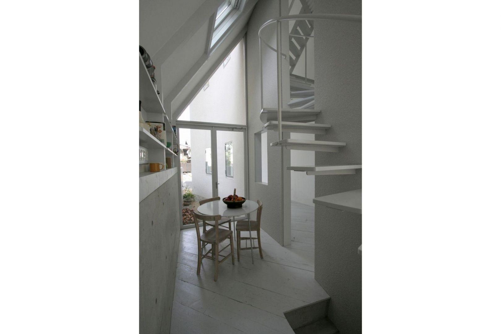 Dom urządzono z dbałością o każdy detal. Niewielką przestrzeń wykorzystano maksymalnie. Fot. Hideyuki Nakayama Architecture