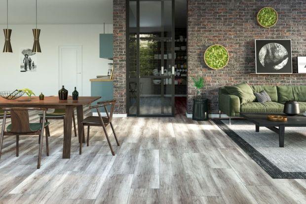 Podłogi powstały z myślą o tym, by użytkownicy mogli cieszyć się nimi przez lata. Walory użytkowe idą tu w parze z naturalną estetyką, która dziś jest obiektem pożądania wielu osób urządzających swoje wnętrza.