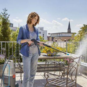 Wiosenne porządki w ogrodzie: akumulatorowa myjka ciśnieniowa. Fot. Gardena